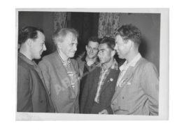 Илья Эренбург среди немецких студентов