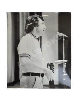 Фотография Владимира Высоцкого на концерте в Лыткарино